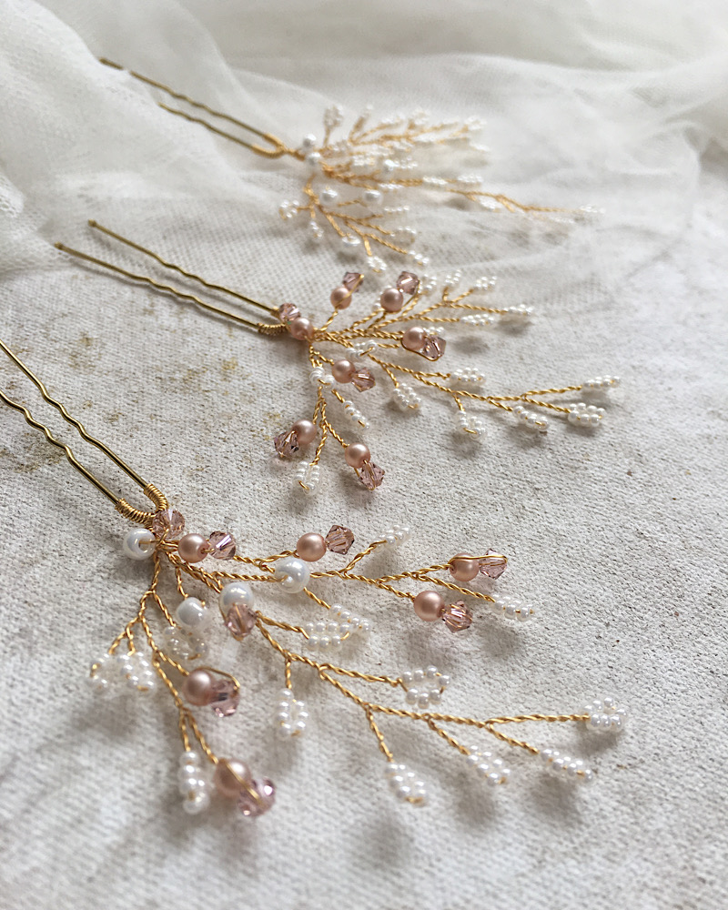 Bridal accessories for a blush themed wedding